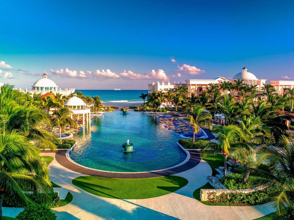 Universal Vacation Resorts  Sandos Caracol Eco Experience
