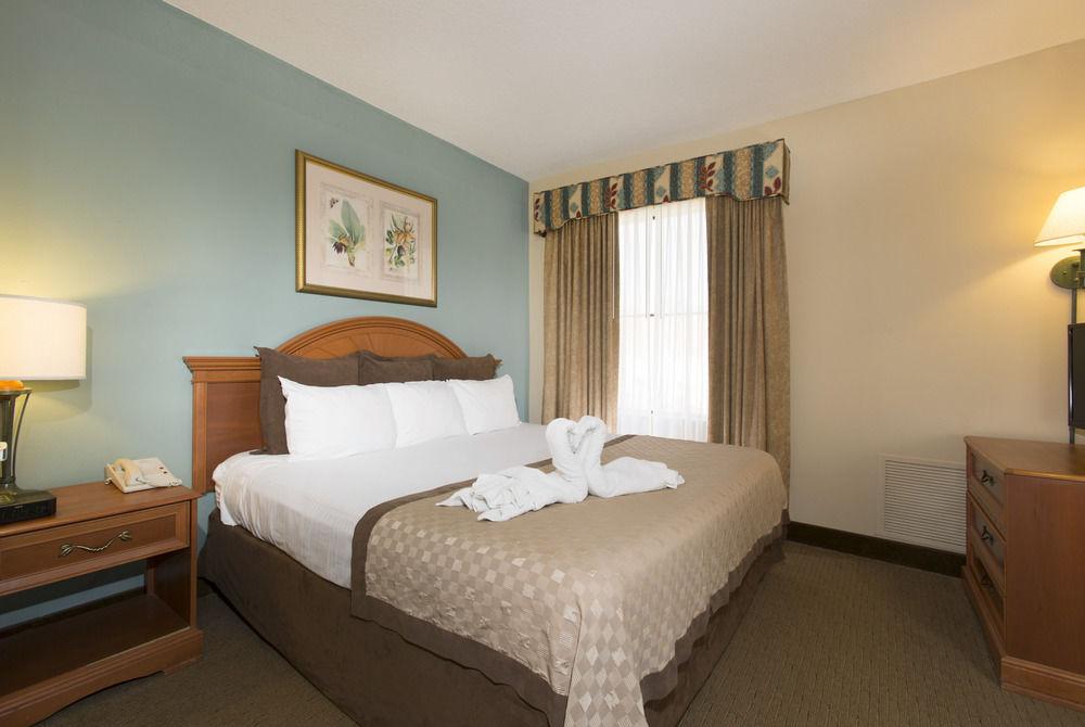 Universal Vacation Resorts Staysky Suites